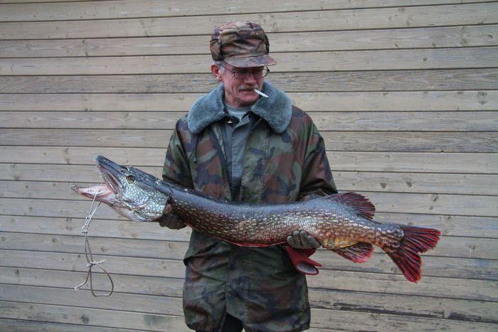 ловля рыбы на озере велье